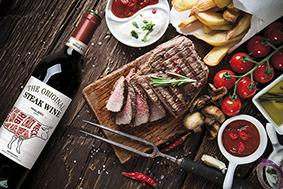 The Original Steak Wine, ein argentinischer Malbec, harmoniert perfekt zu saftig gegrillten Steaks