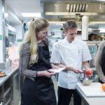 Dominic Teague unterweise Lehrwillige in Sachen gesundens Kochen. © One Aldwych