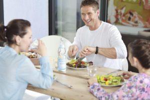 Mineralwasser verleiht Salatdressings sommerliche Leichtigkeit und Frische.