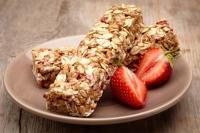 Müsliriegel mit Erdbeeren
