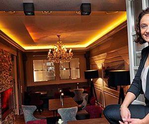 Zwischen Administration und Gästekontakt: Hotelleiterin Jeannette Burbach liebt ihre Aufgaben. © hob