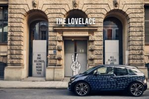 BMW i kooperiert mit dem Münchner Pop-up-Hotel The Lovelace