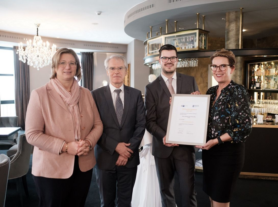 Verleihung des Gütesiegels - copyright Victor's Unternehmensgruppe / Peter Böhnel