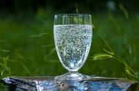 Mineralwasser das Ostermenü