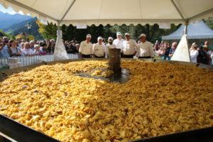 Der Rekord des größten Kaiserschmarrens liegt mit 309 Kilogramm noch im Stubaital! ©TVB Stubai Tirol