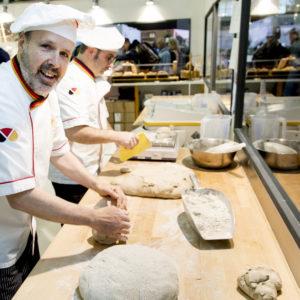 "Internationale Grüne Woche: Bundesministerin Julia Klöckner enthüllt ""Brot des Jahres 2020"""