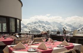 Haubenküche auf 2.085 Metern – die Verwallstube am Galzig oberhalb von St. Anton am Arlberg/Tirol gilt als Dauergast im Gault-Millau, 2020 mit 15 Punkten und drei Hauben Bildnachweis: Arlberger Bergbahnen AG
