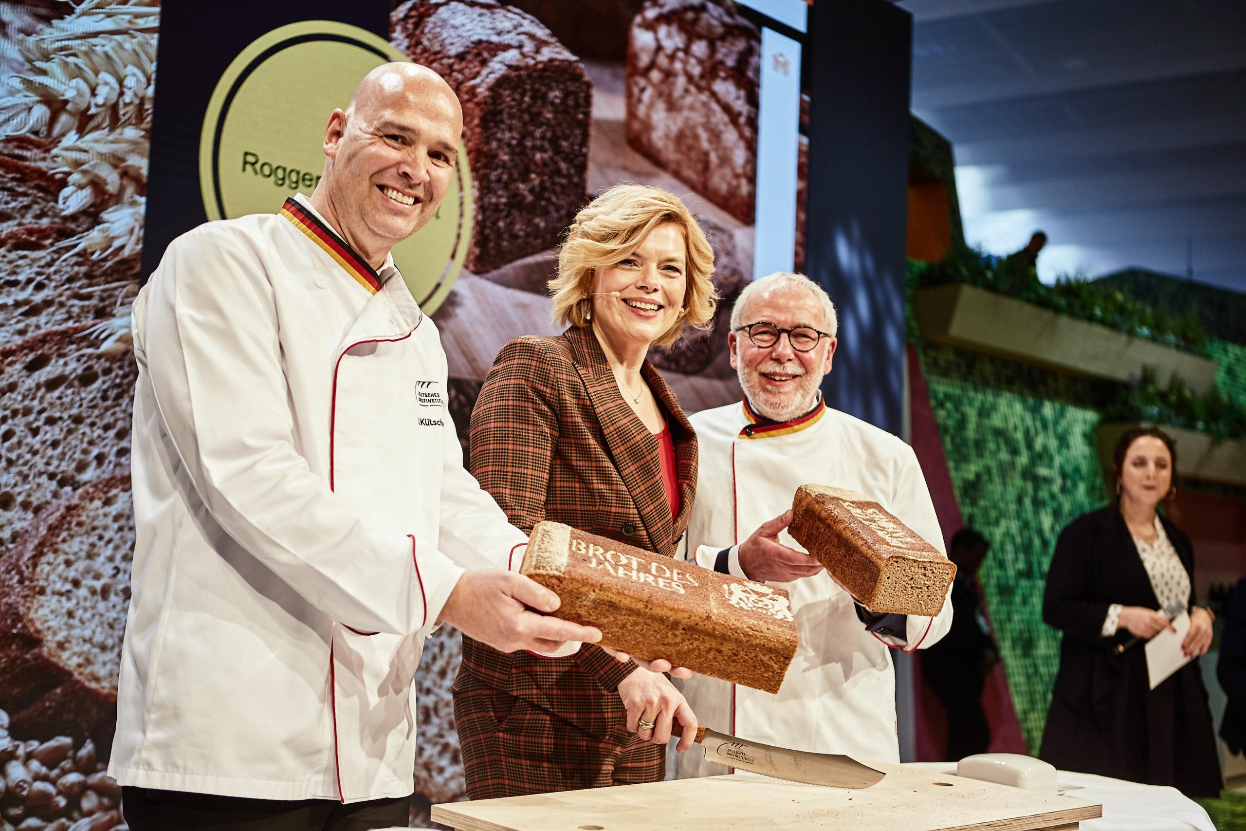 Julia Klöckner enthüllt das Brot des Jahres 2020